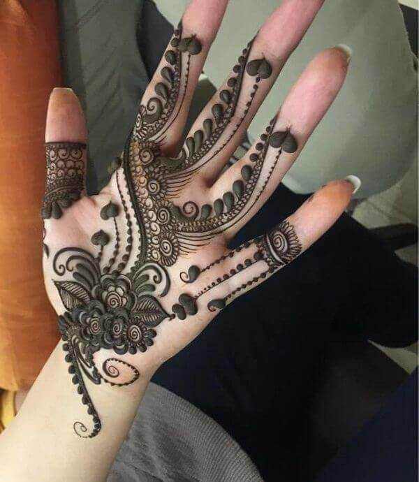 Arabic mehndi design with thicker strokes