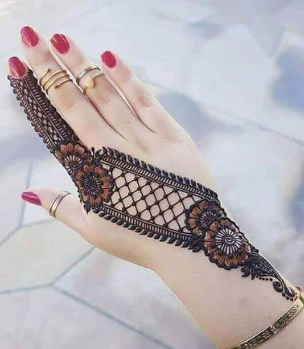 Intricate Pattern Arabic mehendi design
