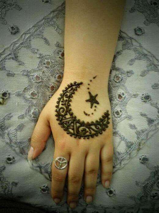 moon shape mehndi on back hand