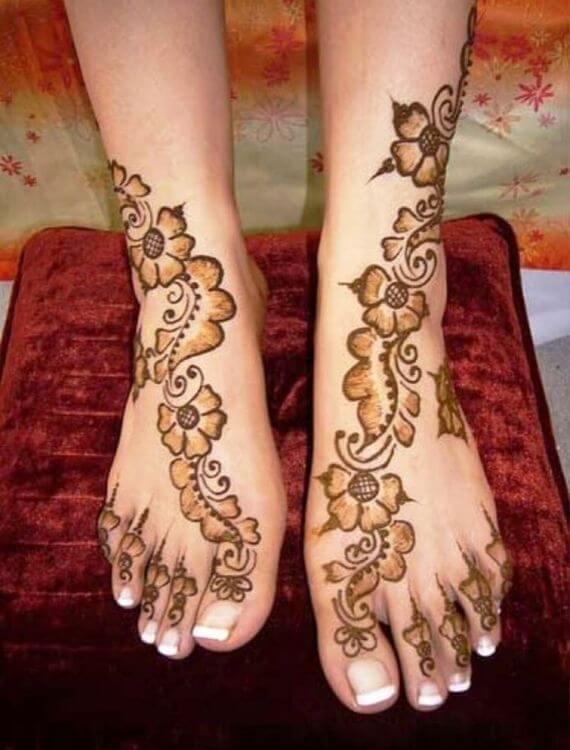 Flower Designed mehndi on feet