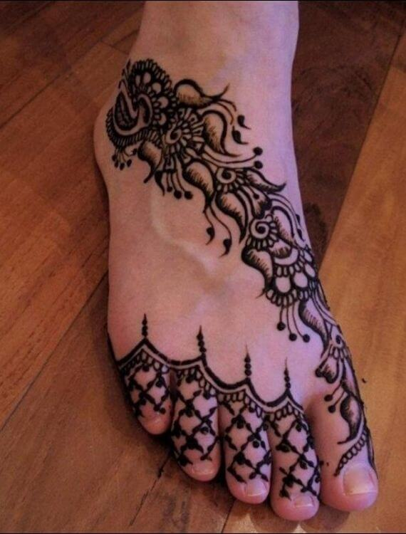 One Line Arabic Feet Mehndi Design