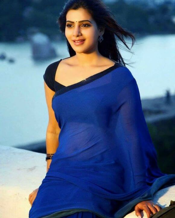 Samantha in blue saree with cute look