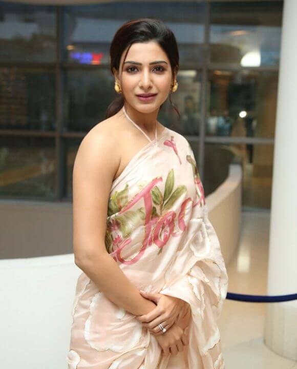 Samantha in printed flower saree