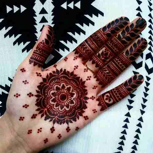 Best Hena circle with leaves on Finger