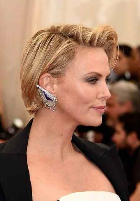 Charlize Theron Side Parted Short Hairstyle
