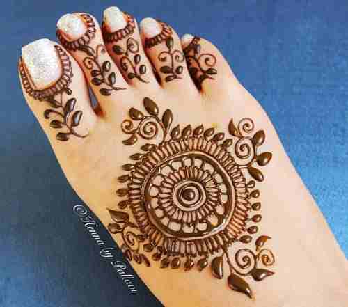 Easy circle Mehndi with Glitter Nail Polish