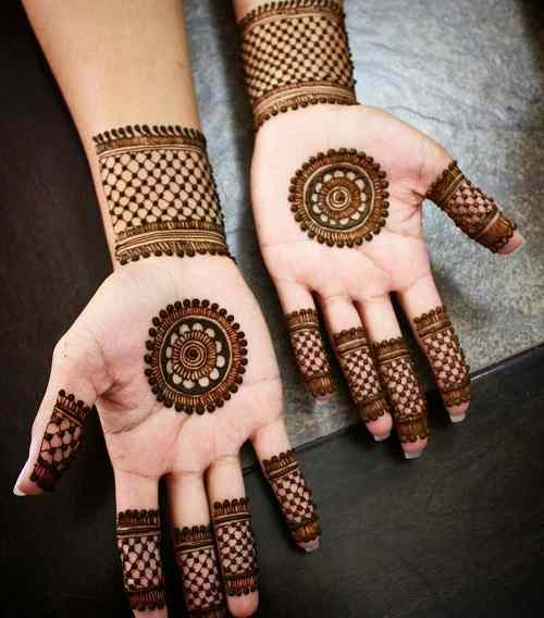 Net Style Easy Circle Mehndi designs