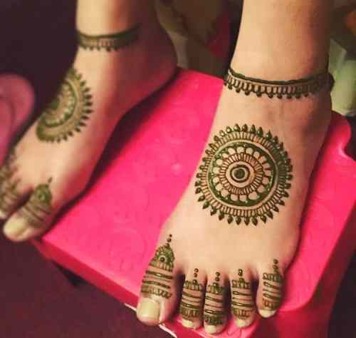 Simple and easy feet Mehndi Designs