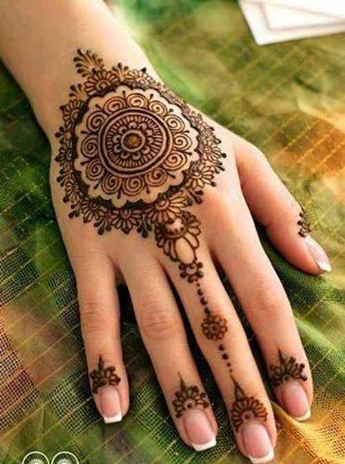 Simple circle Mehndi designs for back hand