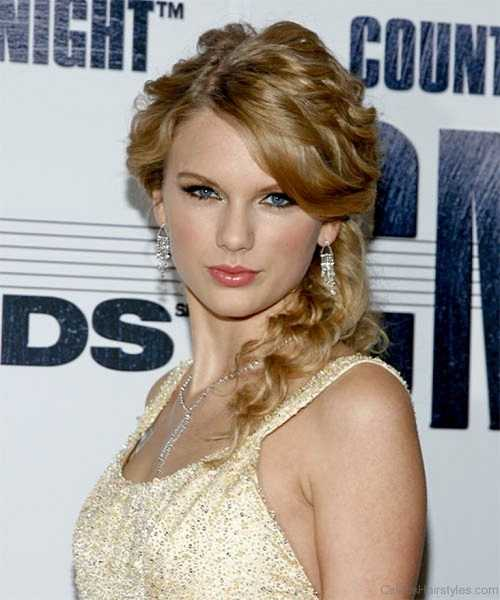 Taylor-Swift-Long-Curly-Side Braid Haircut