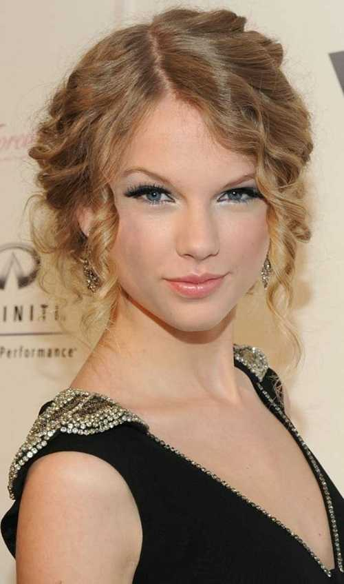 Taylor Swift With curly Mesy Bun