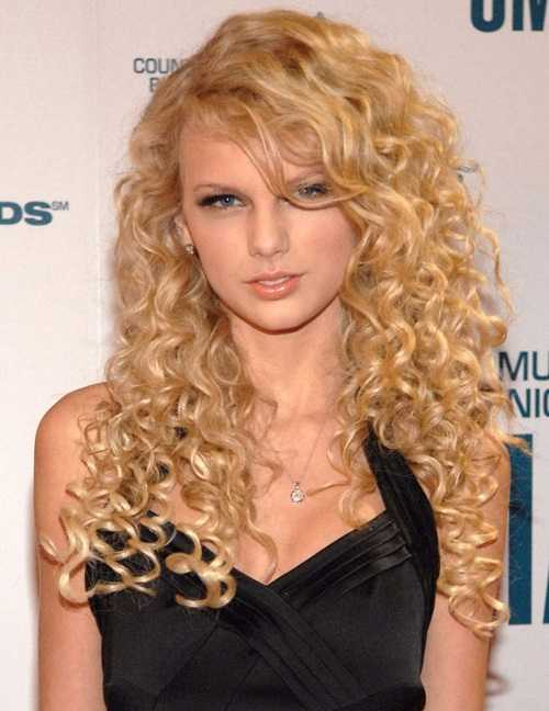 Taylor swift with Long Curly Hair