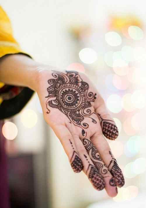 Unique Bridal Circle Mehndi Designs