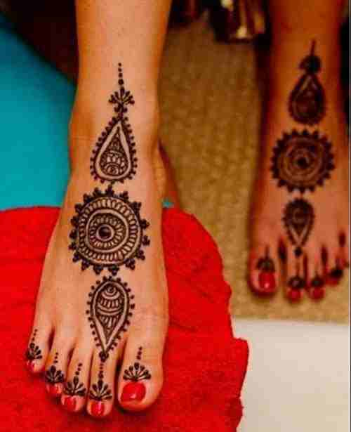 bridal circle mehandi design for Legs