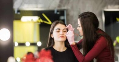 Things to Consider Before Enrolling for a Makeup Course