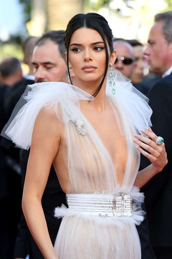 Kendall-Jenner-Arriving-on-Red-Carpet-at-Cannes-2018