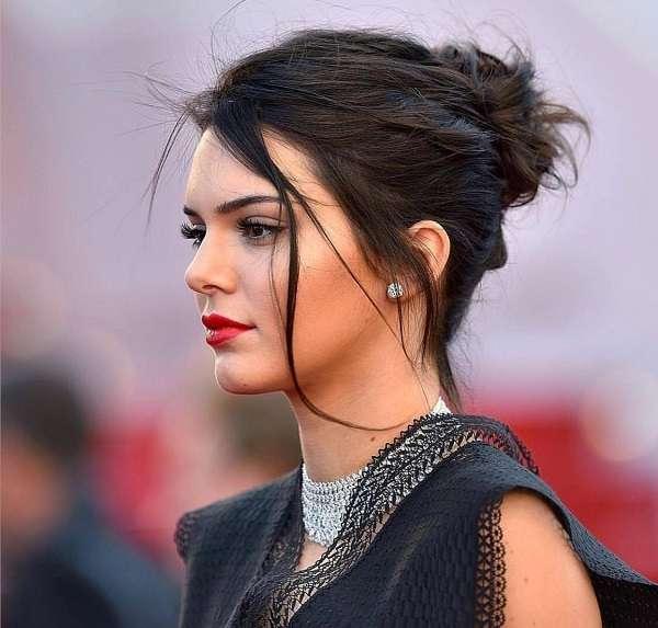 Messy Bun- Kendall Jenner