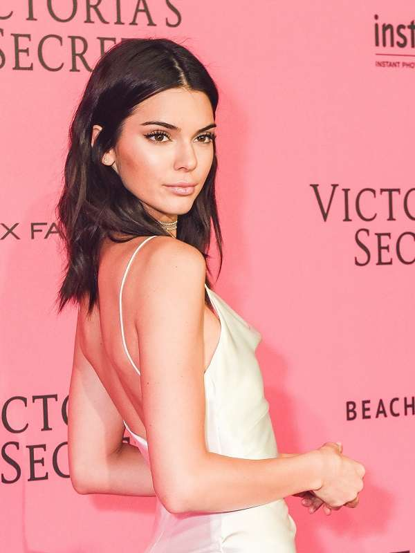 kendall-jenner-pink wall