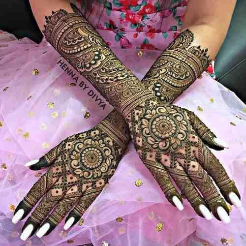 Circle mehndi design on back Hand