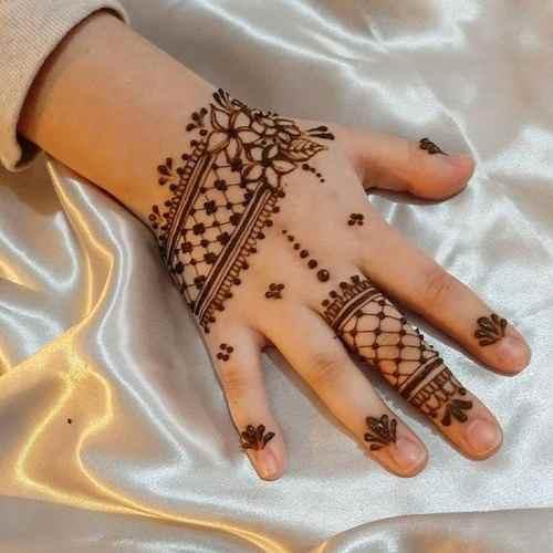 Lace like Mehndi design for Kids