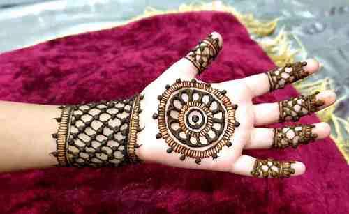 Mandala circle Mehndi
