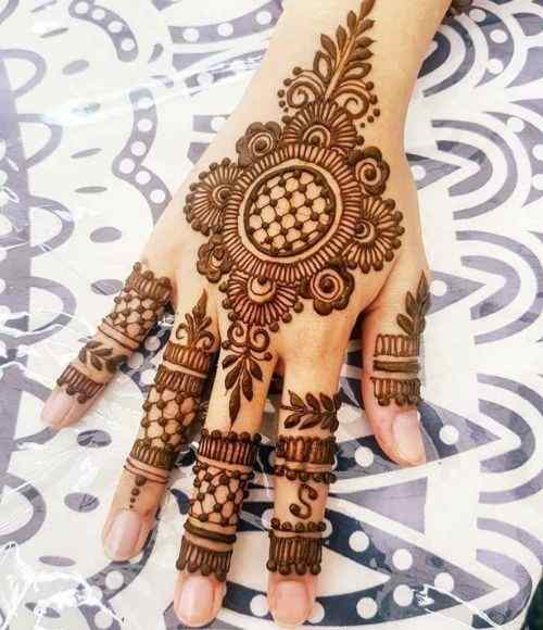 Modern-Mehndi-Designs-for-Back Hands